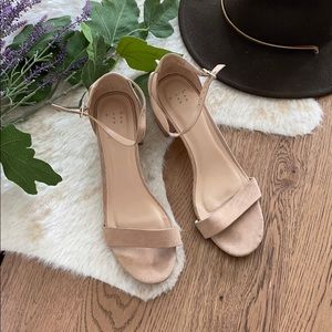 A new day tan strappy block heel sandal size 11